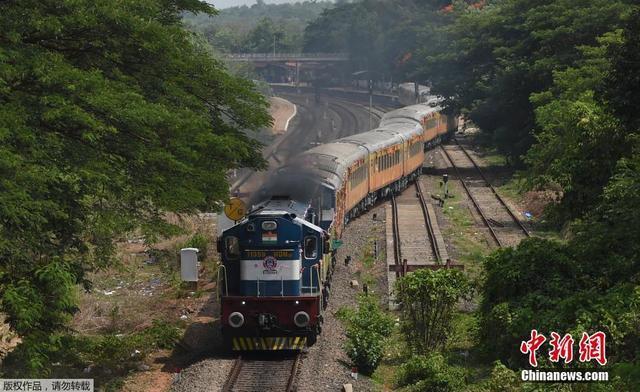 不一样的画风 印度开通新豪华高铁线路