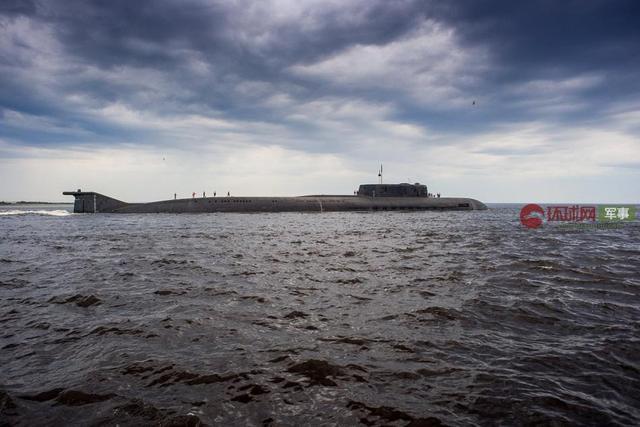 俄核潜艇引航大批军舰途经芬兰