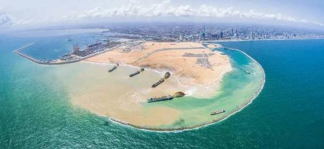 中国4艘挖泥船在斯里兰卡施工