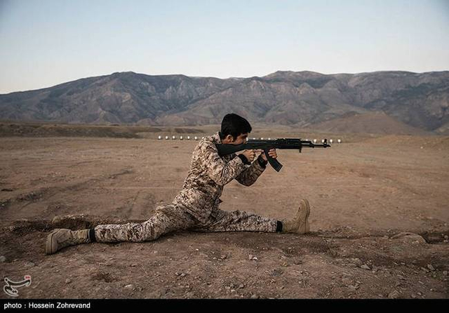 伊朗民兵训练战术动作干净利索