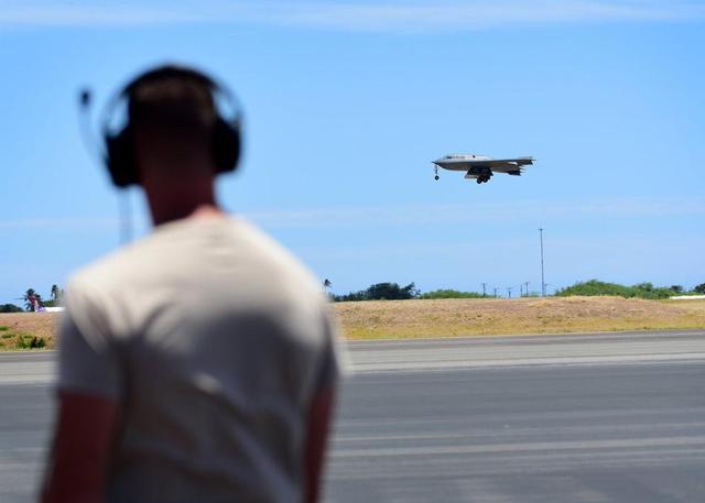 美空军3架B2轰炸机抵达夏威夷