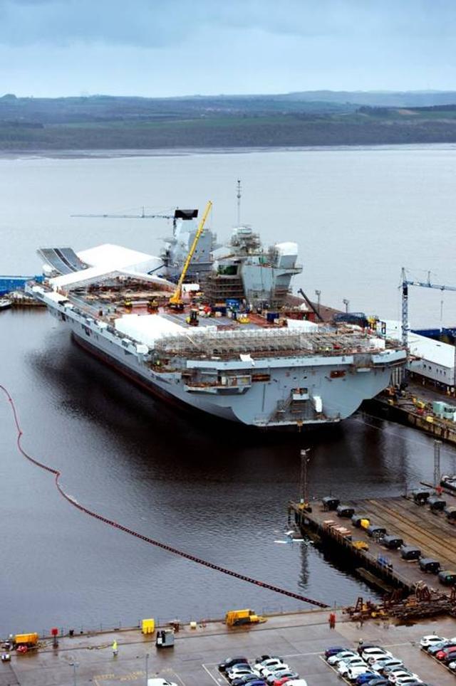 英军第二艘航母赶进度完成建造