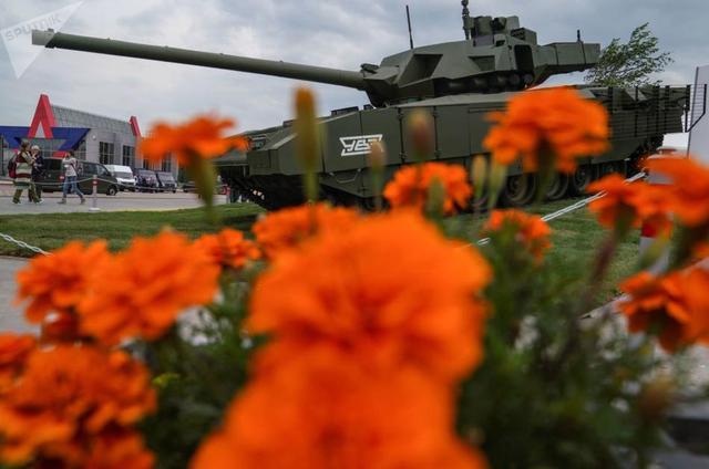 俄军事技术论坛展示先进装备