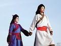85后夫妻辞职拍56民族结婚照