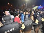 联赛输球 山西球迷赛后围堵北京大巴