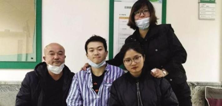 大学生突患白血病 继母四处求助