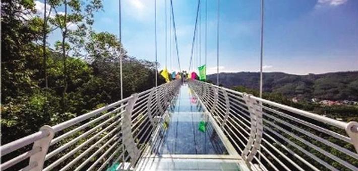 大连首座玻璃吊桥现身老帽山