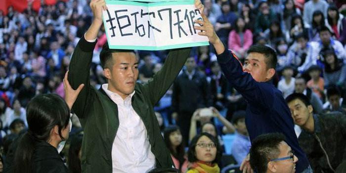 """调查:台湾青年劳工经济压力大 """"网站小编""""成梦幻职业"""