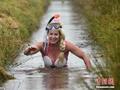 英沼泽游泳比赛选手造型奇葩