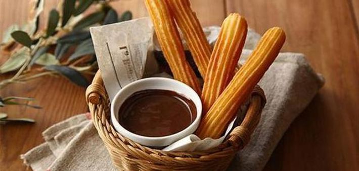 双语食谱:西班牙小油条配巧克力酱