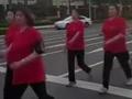 双语:中国人每天走路步数世界第一