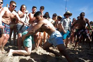 美国学生春假期间佛州海滩狂欢 州长:派对该结束了