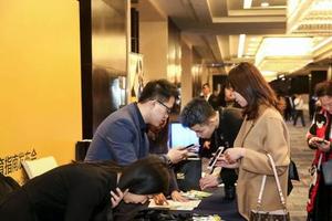 中驻美使馆谈留学生去留:支持个人选择建议谨慎权衡