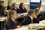 英国多所公立中学线下探校活动取消 家长为孩子择校担忧