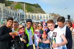 """英国媒体关注""""疫情一代"""":恢复生活应重视青少年福祉"""
