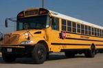 美国田纳西州一辆校车发生交通事故 致2人死5人伤