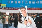 外国学子学中文:本不离身勤学中文