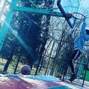 王源愚人节假装在北京 晒公园打球照片逗粉丝