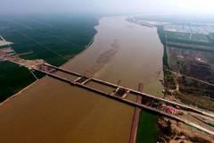 Zhengzhou Yellow River bridge under construction