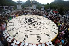 10,000 visitors share 3.5-ton Tai Chi tofu