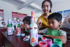 Students learn garbage classification, waste reuse at class in Zhejiang