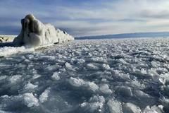 Lake Qinghai freezes solid as temperatures drop