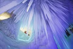 Tourists visit ice cave in Luyashan scenic area, north China's Shanxi