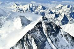 View of Mount Qomolangma