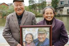Volunteers take photos capturing smiles of farmers aged over 70 in E China village