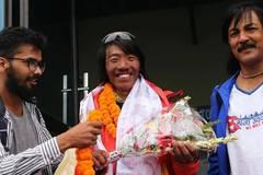 Chinese mountaineer Liu Lei returns from Mount Qomolangma