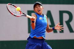 Stosur beats China's Zhang 2-0 at French Open