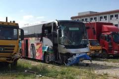 Airport bus collision kills 2, injures 7