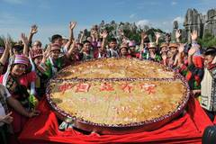 400 kg flower cake made for Yunnan cultural festival