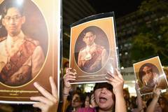 People mourn for death of Thai King Bhumibol Adulyadej