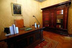 Pope's summer residence, shunned by Francis, opened to public