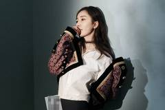 Actress Yang Mi releases fashion shots