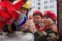 Activity concerning firefighting knowledge held at N China's primary school