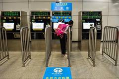Passengers pay for tickets of subway via WeChat, Alipay in Shenzhen