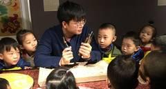 Young craftsman brings vigor to old woodblock printing