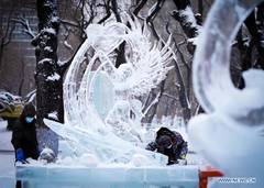 Ice sculptors prepare for 47th Harbin ice lantern fair