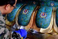 In pics: intangible cultural heritage inheritor of Lin's cloisonne