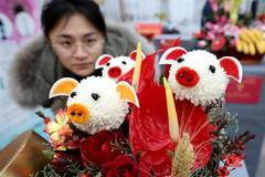 Flower exhibition held in Beijing for upcoming Spring Festival