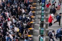 In pics: May Day holiday travel rush in China's Jiangsu