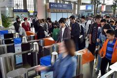Railway sees assenger number rise as Labor Day holiday begins in China