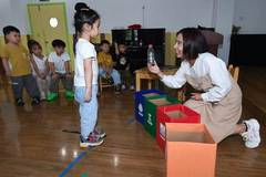 Various activities organized to help students learn importance of garbage sorting in China's Zhejiang