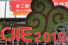 Decoration work on main venue for CIIE orderly carried out