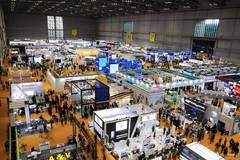 Exhibition center greets large number of visitors on 2nd day of CIIE