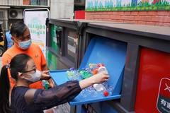 Various measures taken in Dongcheng District of Beijing to help residents better engage in garbage sorting