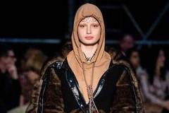 Burberry apologizes for sending model wearing noose