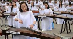 Guzheng and Qipao show held in Xi'an, China's Shaanxi